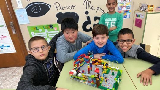 Alumnos con legos